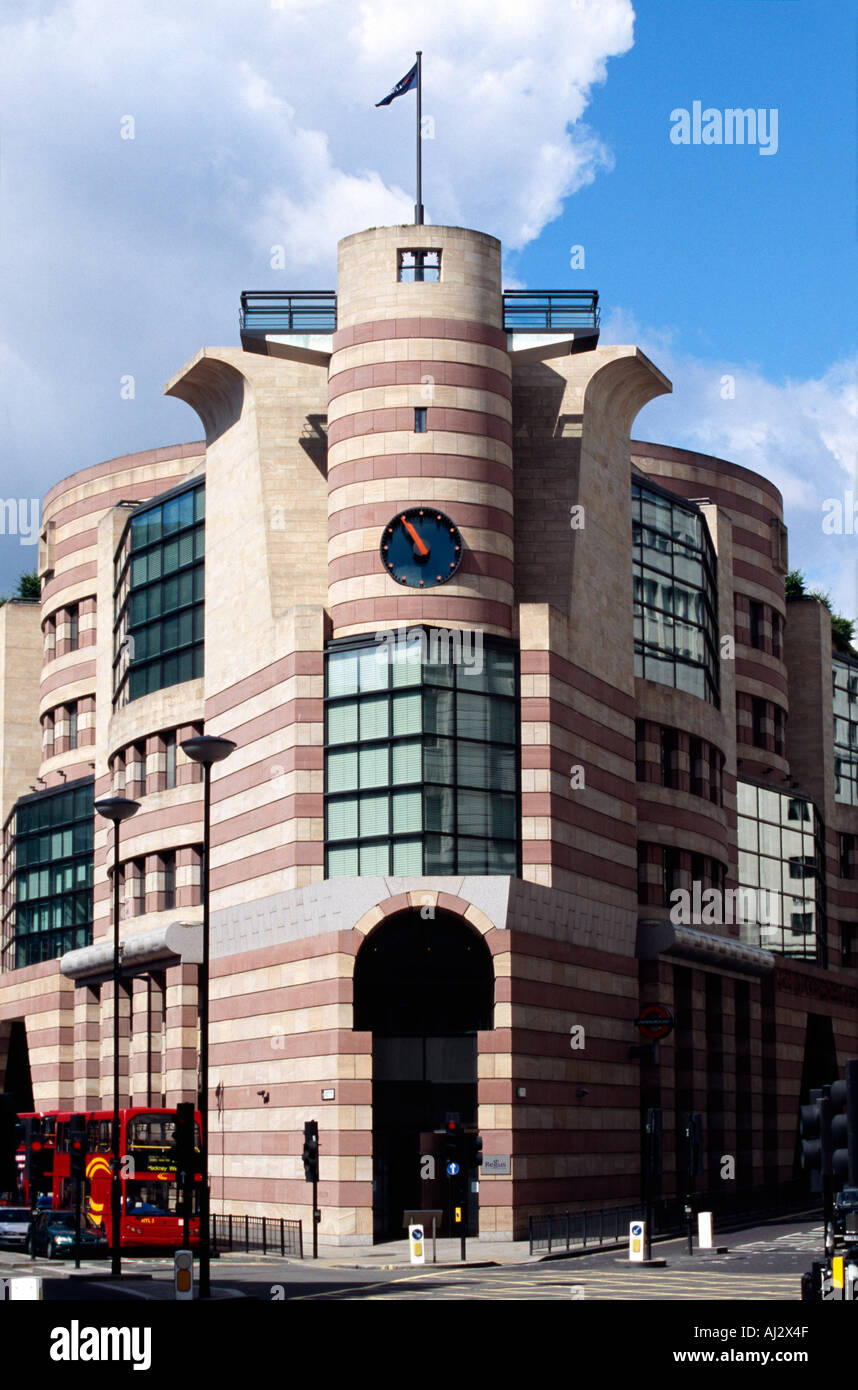 postmodern architecture at number 1 poultry in the city of london