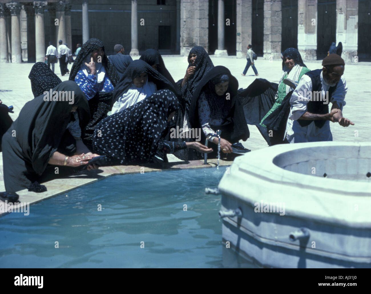 wudu muslim Muslims believe that showing respect for the almighty includes ritual purity through washing here is how and why muslims make ablutions (wudu) for prayer.