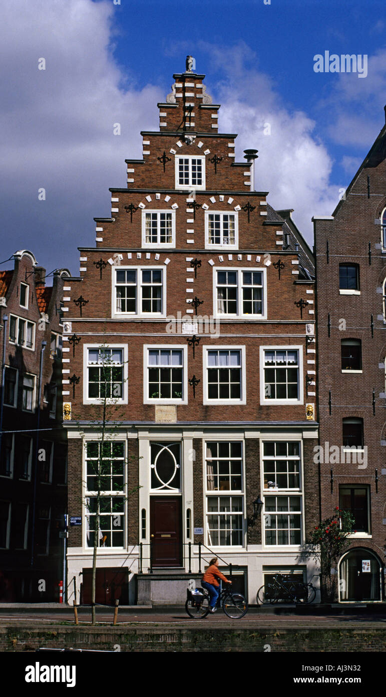 Architecture of amsterdam house with stepped gable for Architecture firm amsterdam