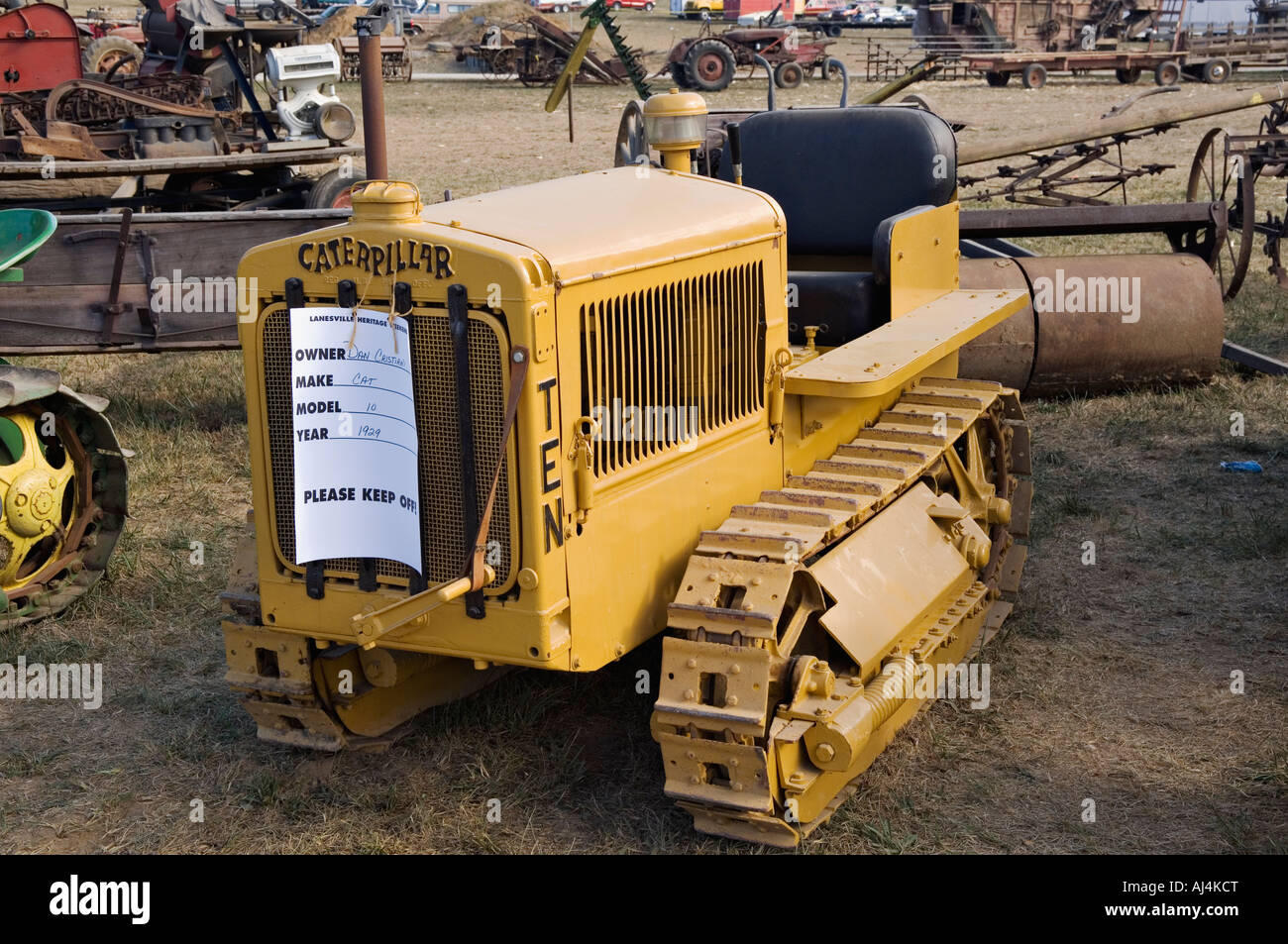 10 Ton Fork Lift Cat : Antique caterpillar model tractor on display at