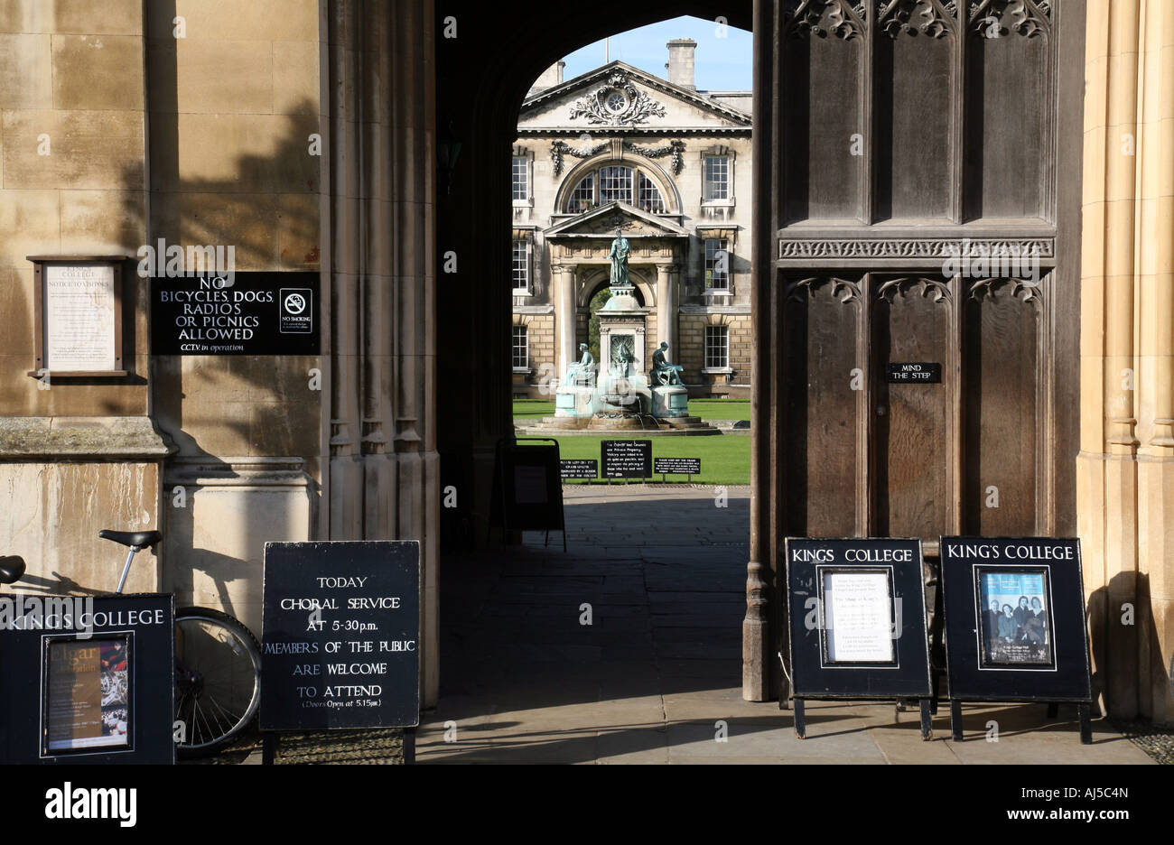 Doors and signs at the entrance to Kings College Cambridge University & Doors and signs at the entrance to Kings College Cambridge Stock ...