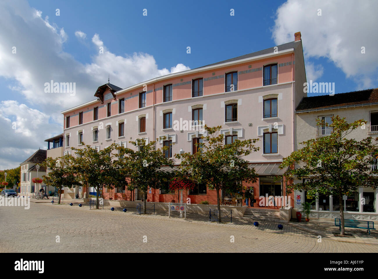 Hotel saint roch la roche posay vienne france stock for Appart hotel vienne france