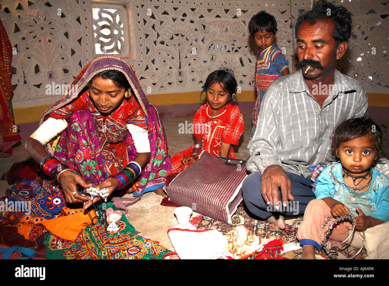 Khavda India  city pictures gallery : ... family in Ludia Village, nr Khavda, Kutch district, Gujarat, India