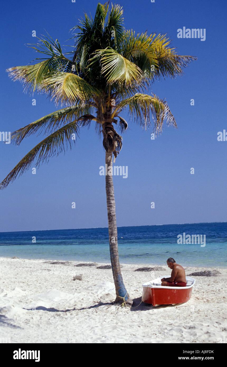 man-and-palm-tree-puerto-morelos-quintan