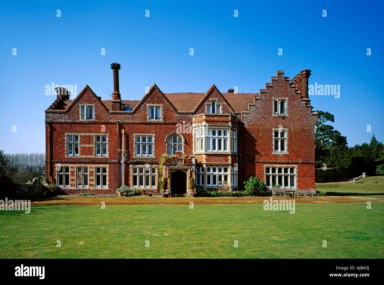 Roydon hall historic country house building kent england for Build country house