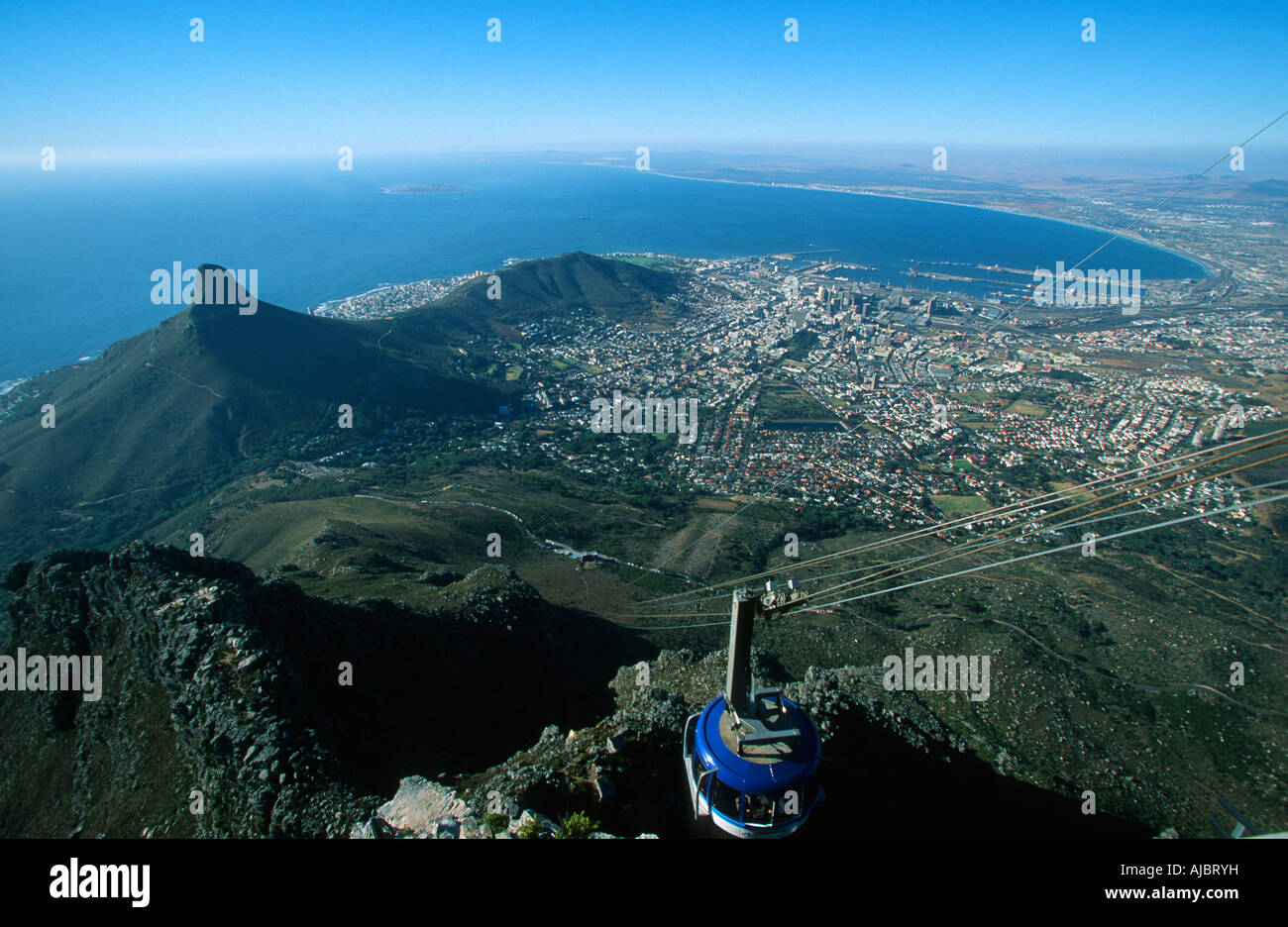 Cable Car To Table Mountain City And Signal Hill Below Stock - Car signal hill