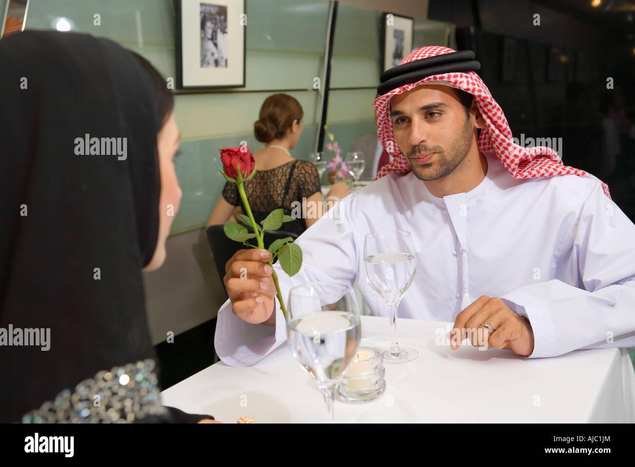 Смотреть как арабский шейх трахается с маленькой девочкой 21 фотография