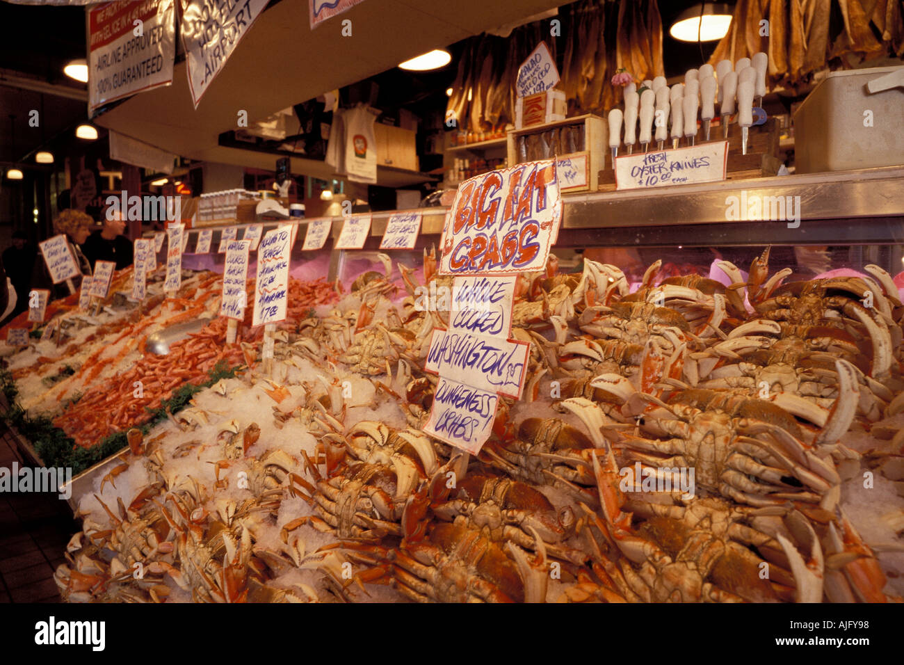 Dungeness crab displayed at pike place fish co pike place for Fish market seattle