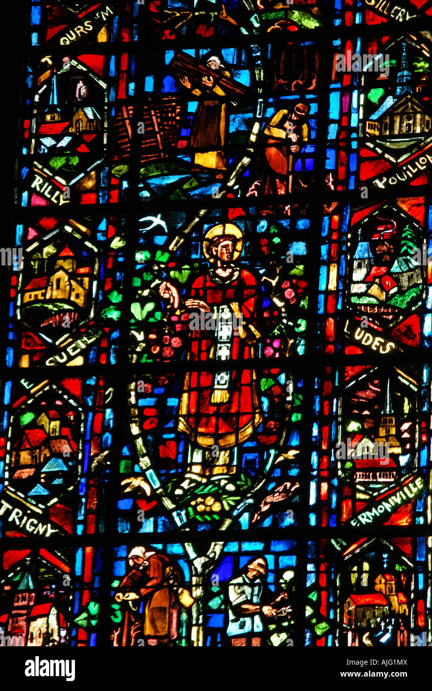 Stained glass window reims cathedral nave reims marne for Champagne marne