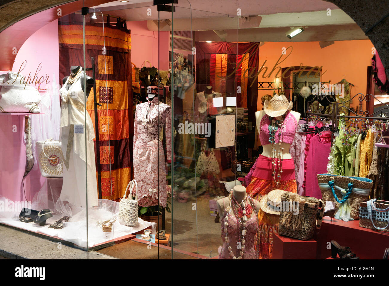 consumer buying behaviour in textile retailing These changes in the youth consumers buying behavior concerning branded of indian retailing with special focus to only textile firm has created and.