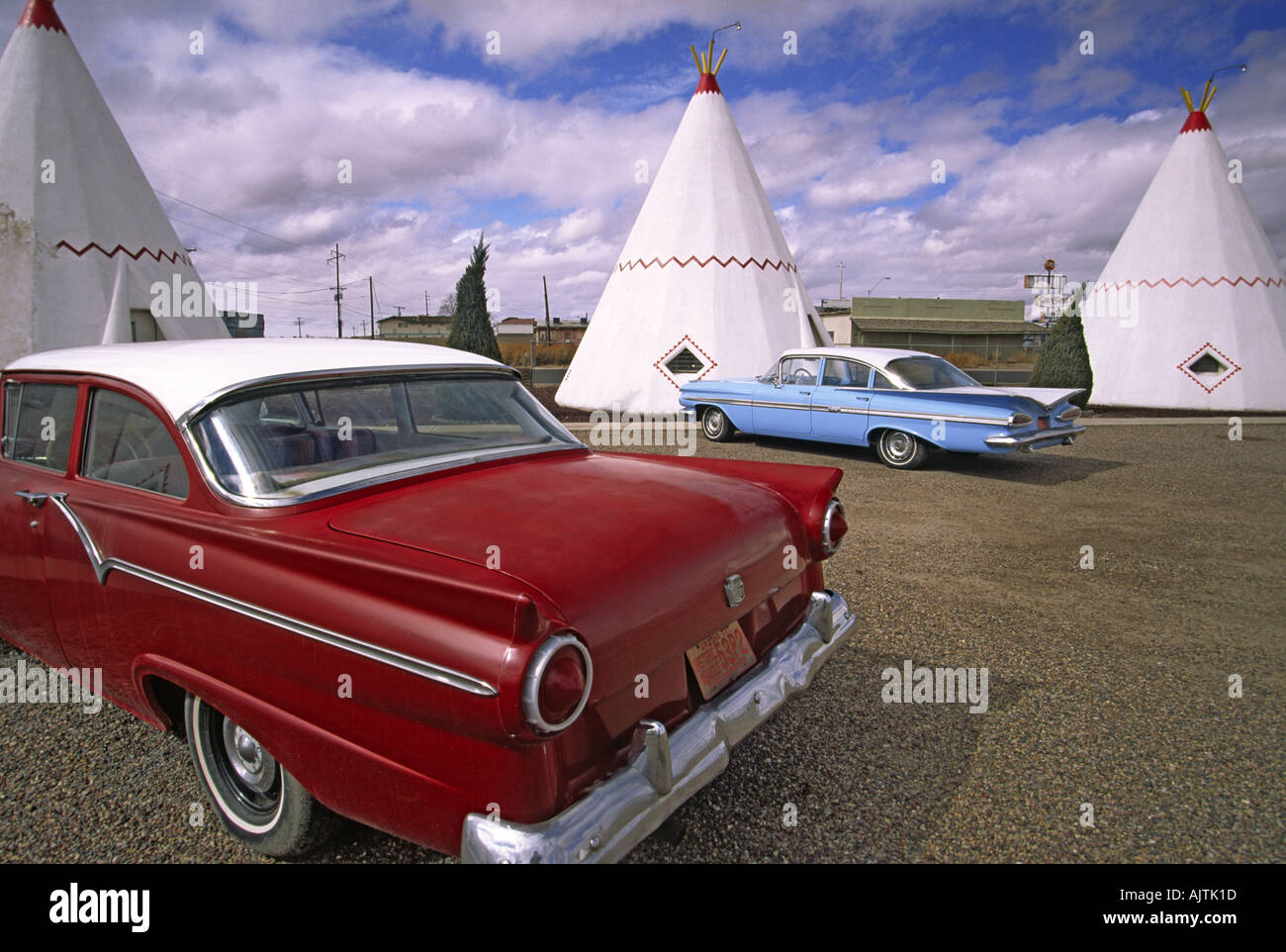 Classic cars at Wigwam Motel on Route 66 in Holbrook, Arizona, USA ...