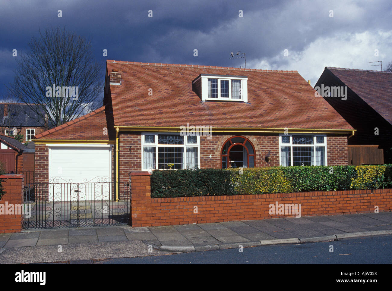 Heaton moor stockport cheshire bungalow with garage for Bungalow garage