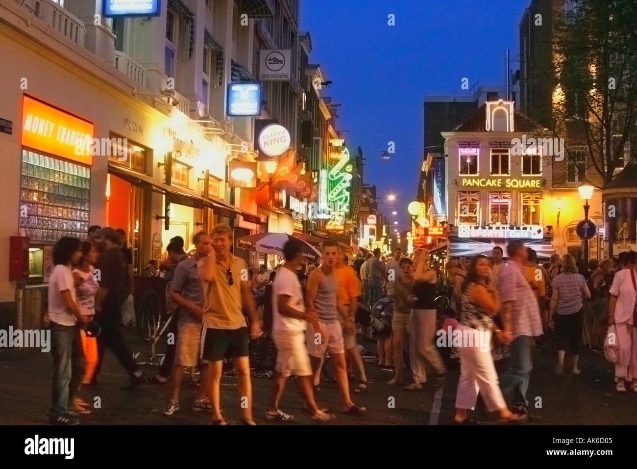 http://c8.alamy.com/comp/AK0D05/amsterdam-holland-leidseplein-nightlife-AK0D05.jpg