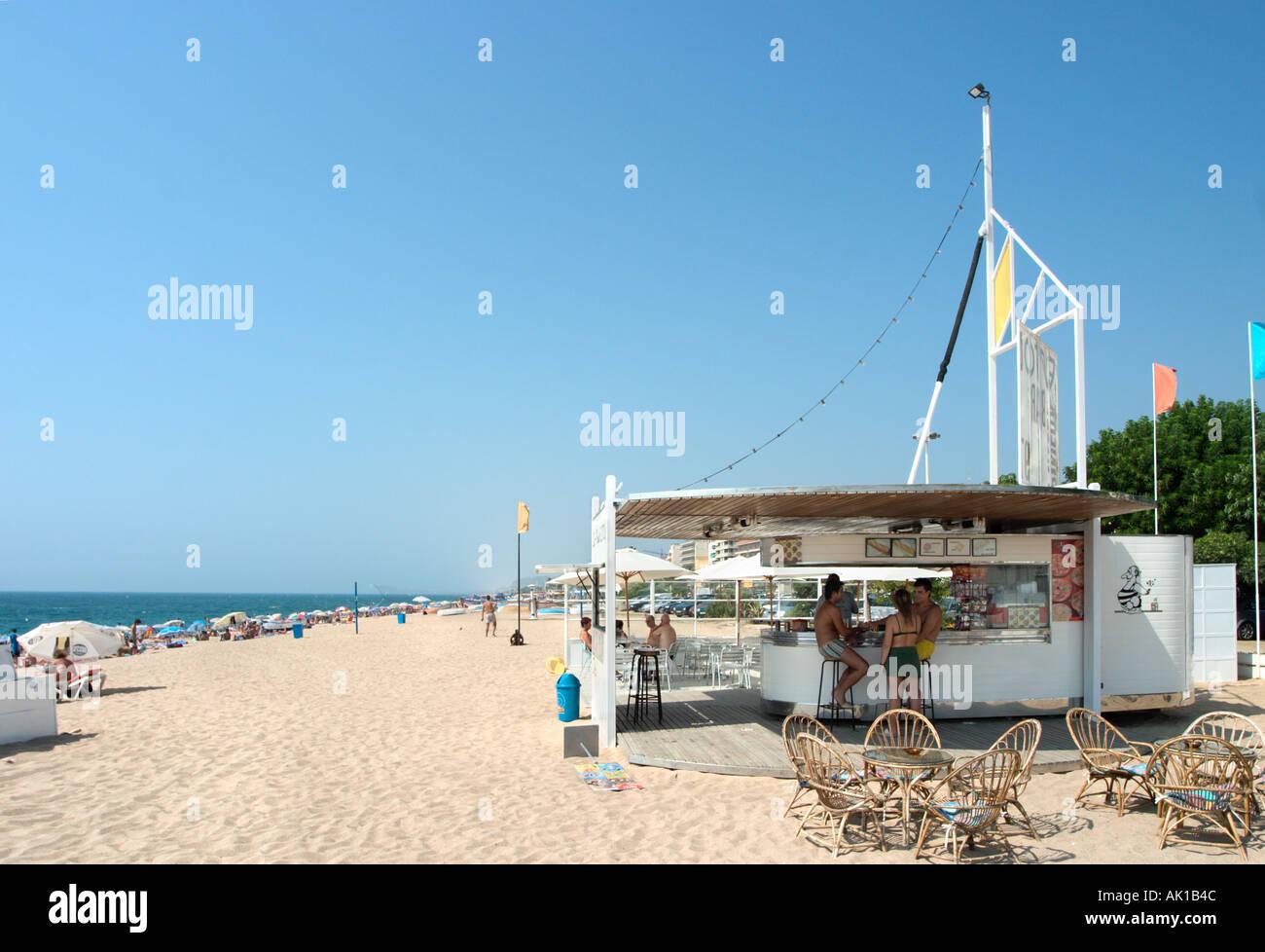 Beach bar on the beach at pineda de mar costa brava for Restaurant pineda de mar