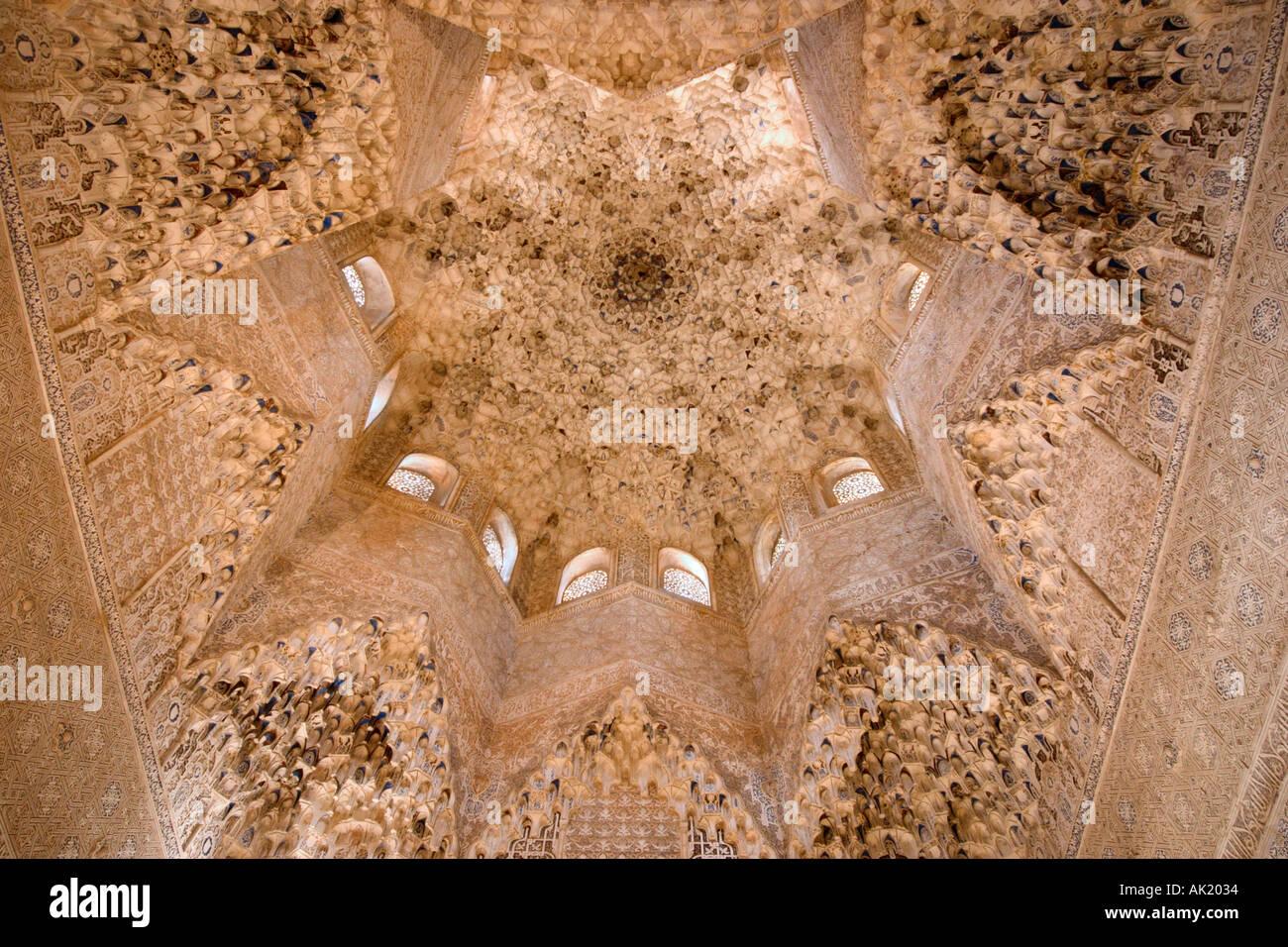 Ceiling in the Sala de los Abencerrajes, The Harem, Palacios Stock Photo, Roy...