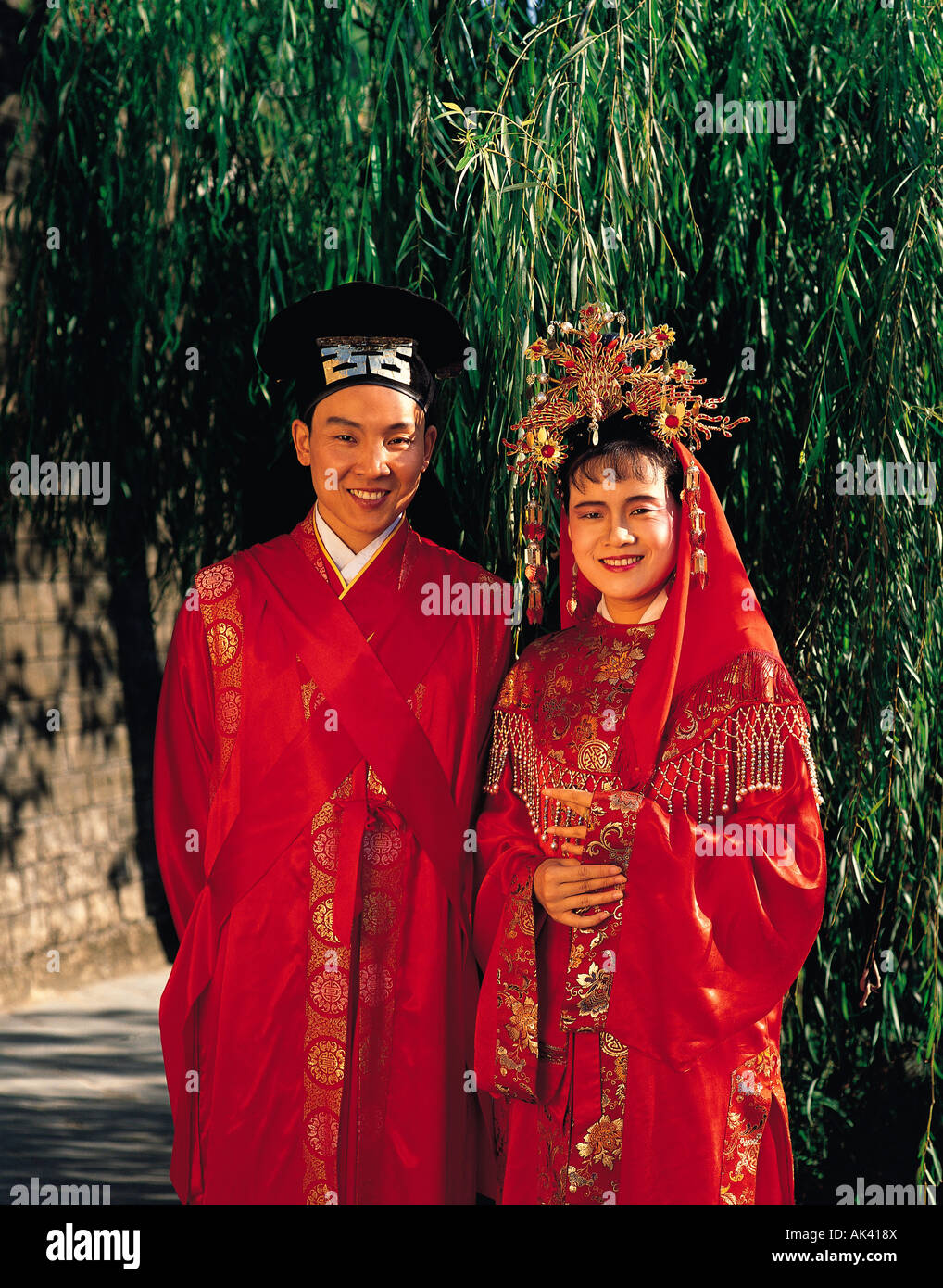Hong kong traditional clothing gallery for Traditional chinese wedding dress hong kong