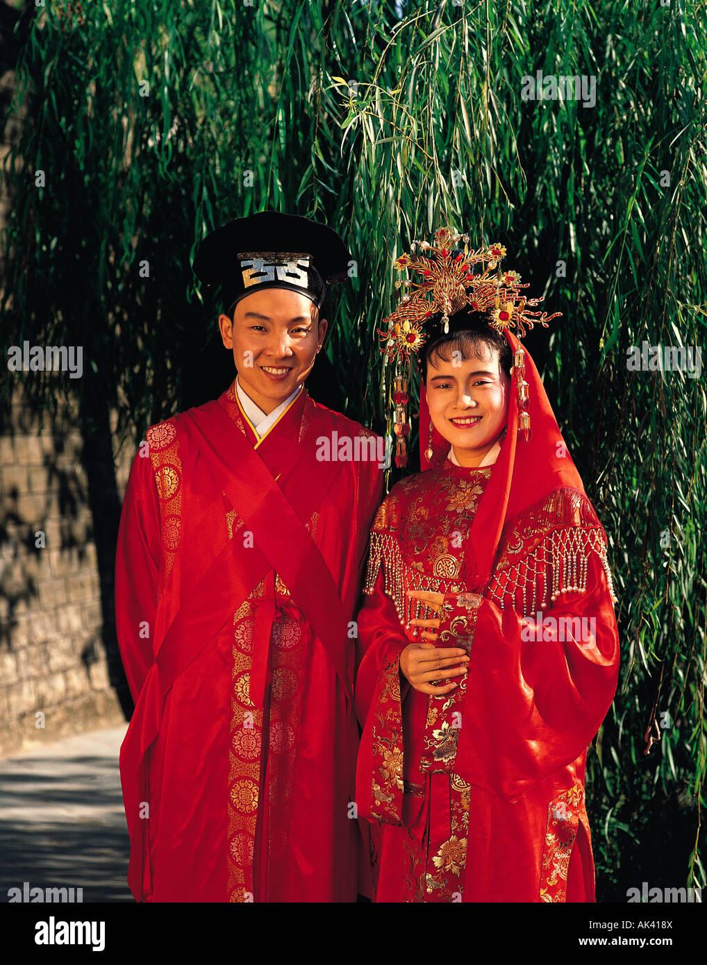 Hong kong traditional clothing gallery for Traditional chinese wedding dress hong kong