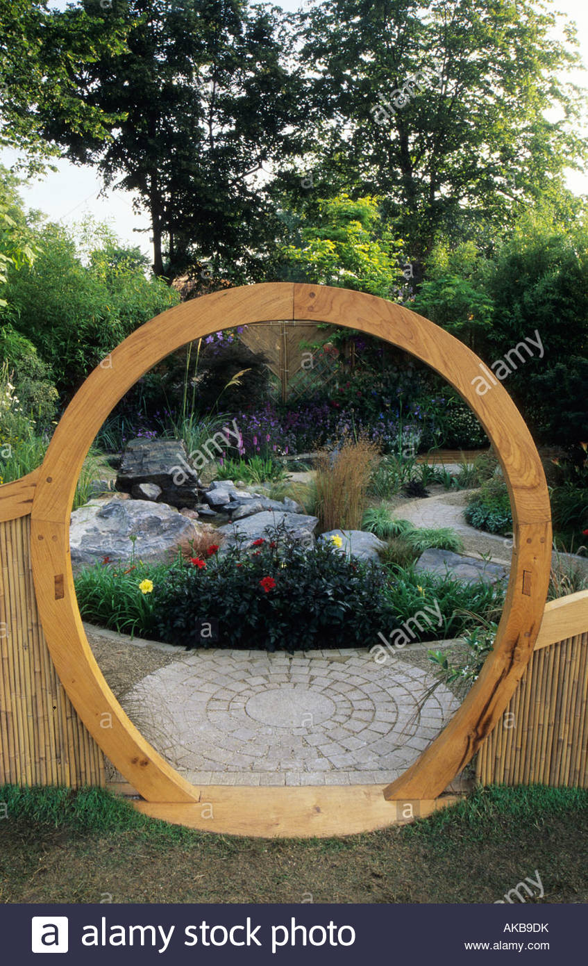 Feng Shui garden London Design Pamela Woods circular moon gate and