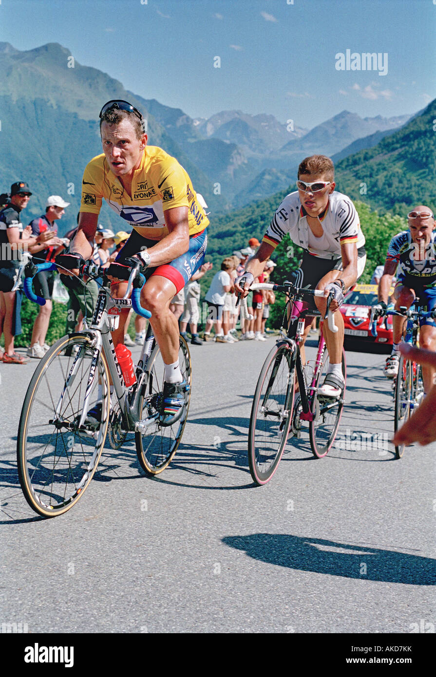Lance Armstrong and Jan Ullrich on the climb to Luz ...