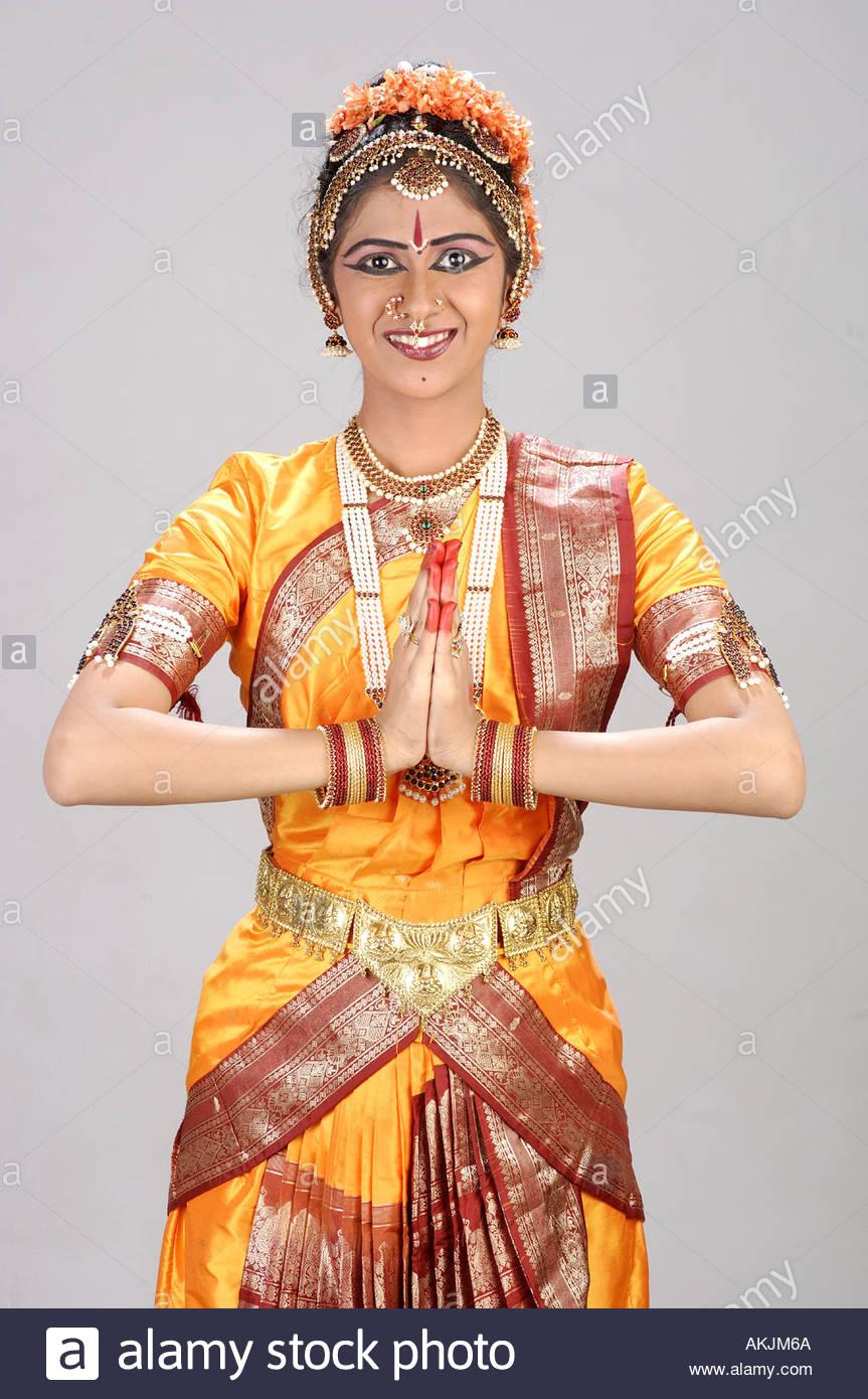 MAK72133 Indian Classical Dance Bharatnatyam in hello ...