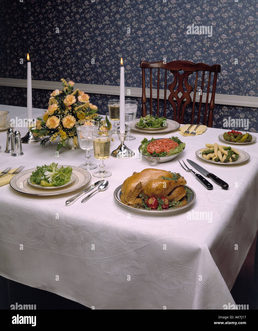 thanksgiving holiday christmas celebration formal dining room