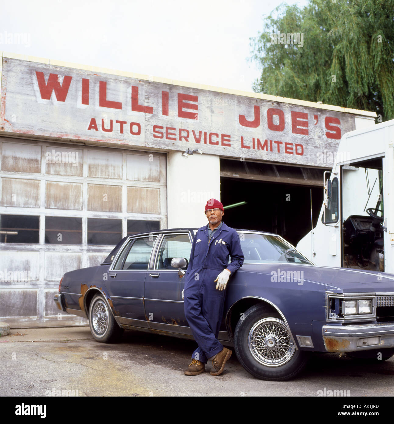 Willie Joes Auto Service Fort Erie, Ontario Canada Stock Photo ...