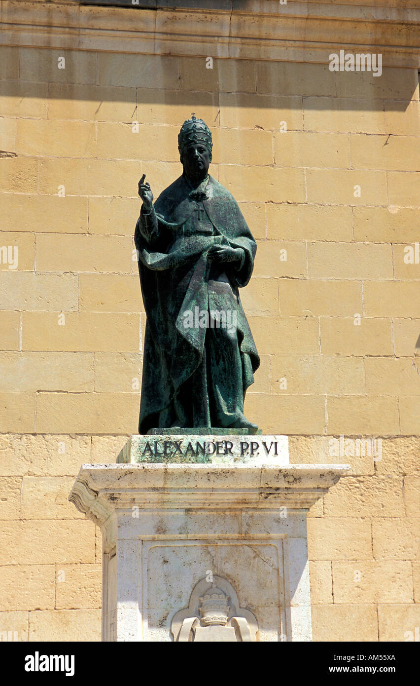 xativa-statue-of-pope-alexander-vi-in-fr