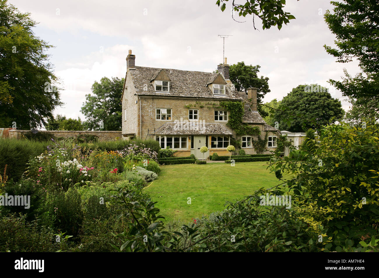 Typical limestone built Cotswold house cottage family home ... Quaint English Cottages