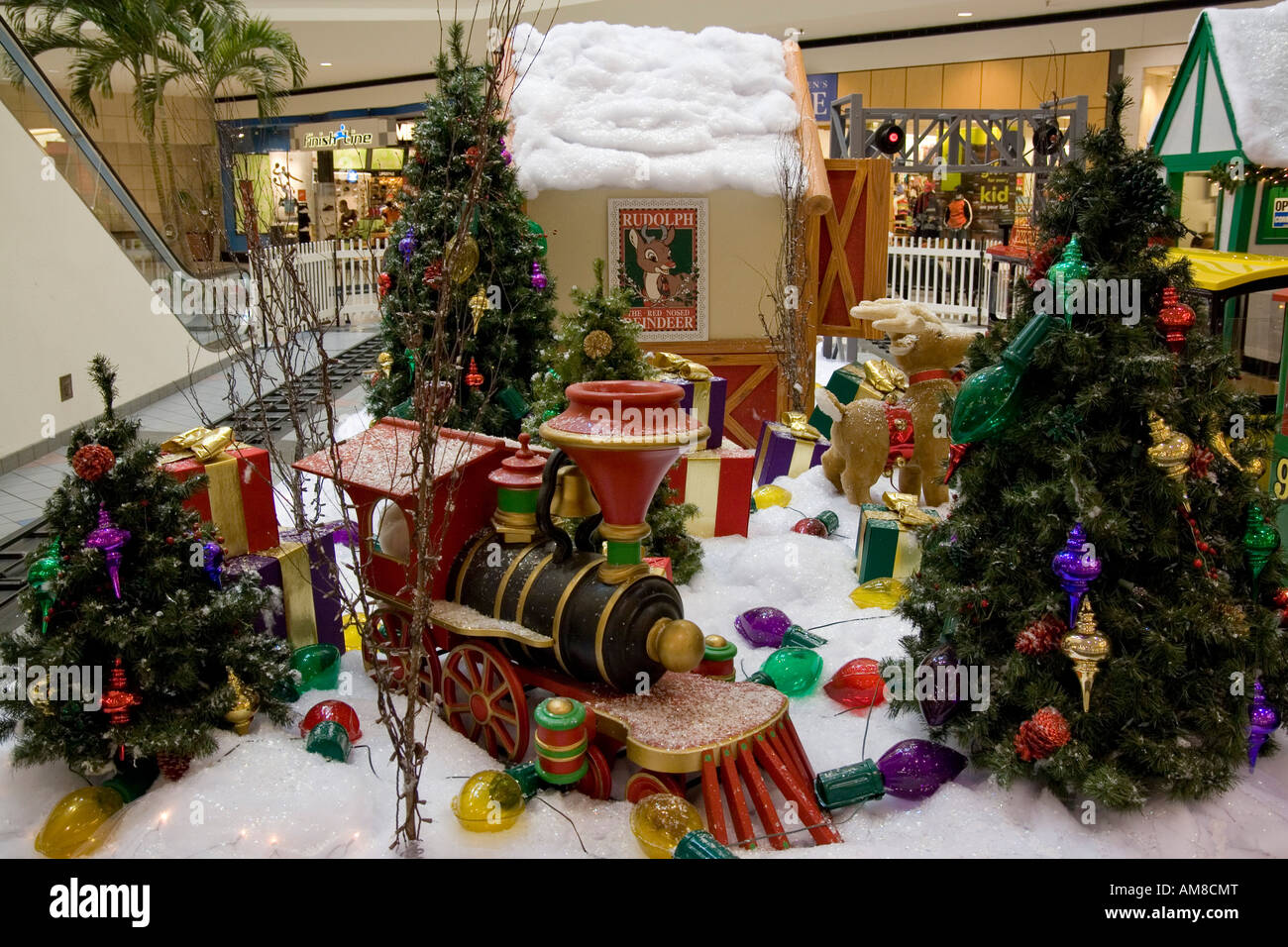 Christmas Shopping Mall Usa Stock Photos & Christmas Shopping Mall ...