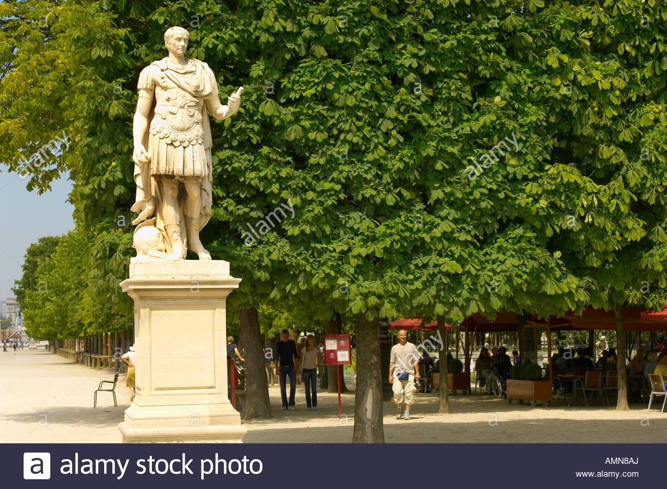 Paris france jardin des tuileries park statue stock for Jardins tuileries paris france