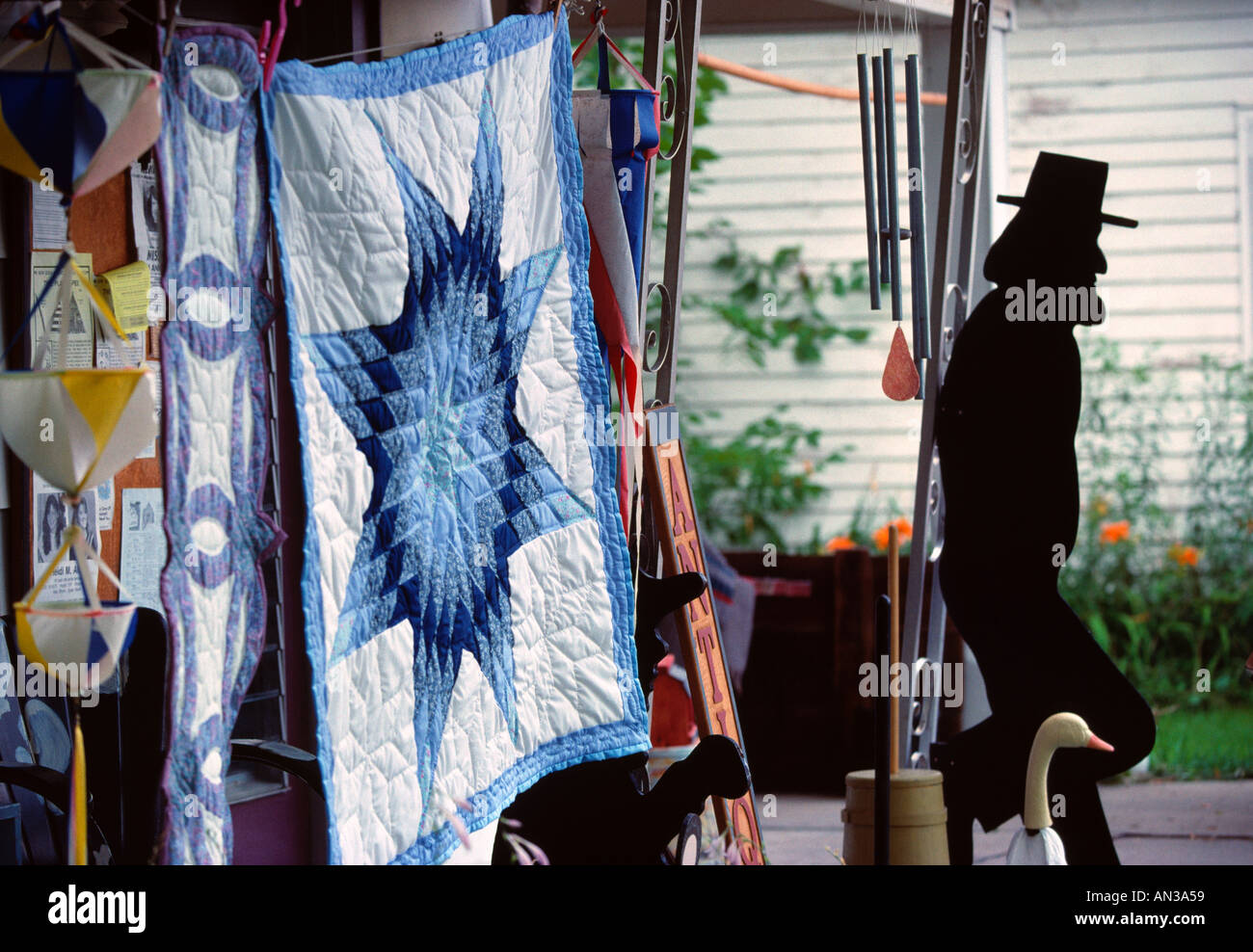Selling handmade Amish quilts and lawn figures Palatine Bridge NY ... : quilts usa - Adamdwight.com