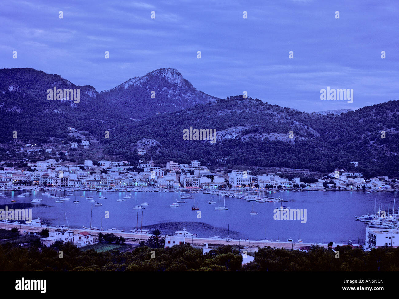 dusk-in-the-fishing-village-of-puerto-de
