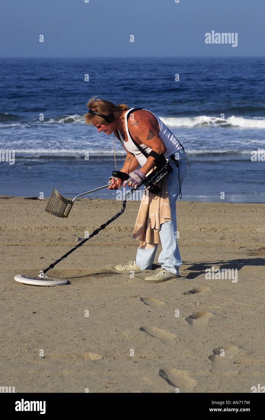Jew Detector: California Los Angeles County Beachcomber Using Metal