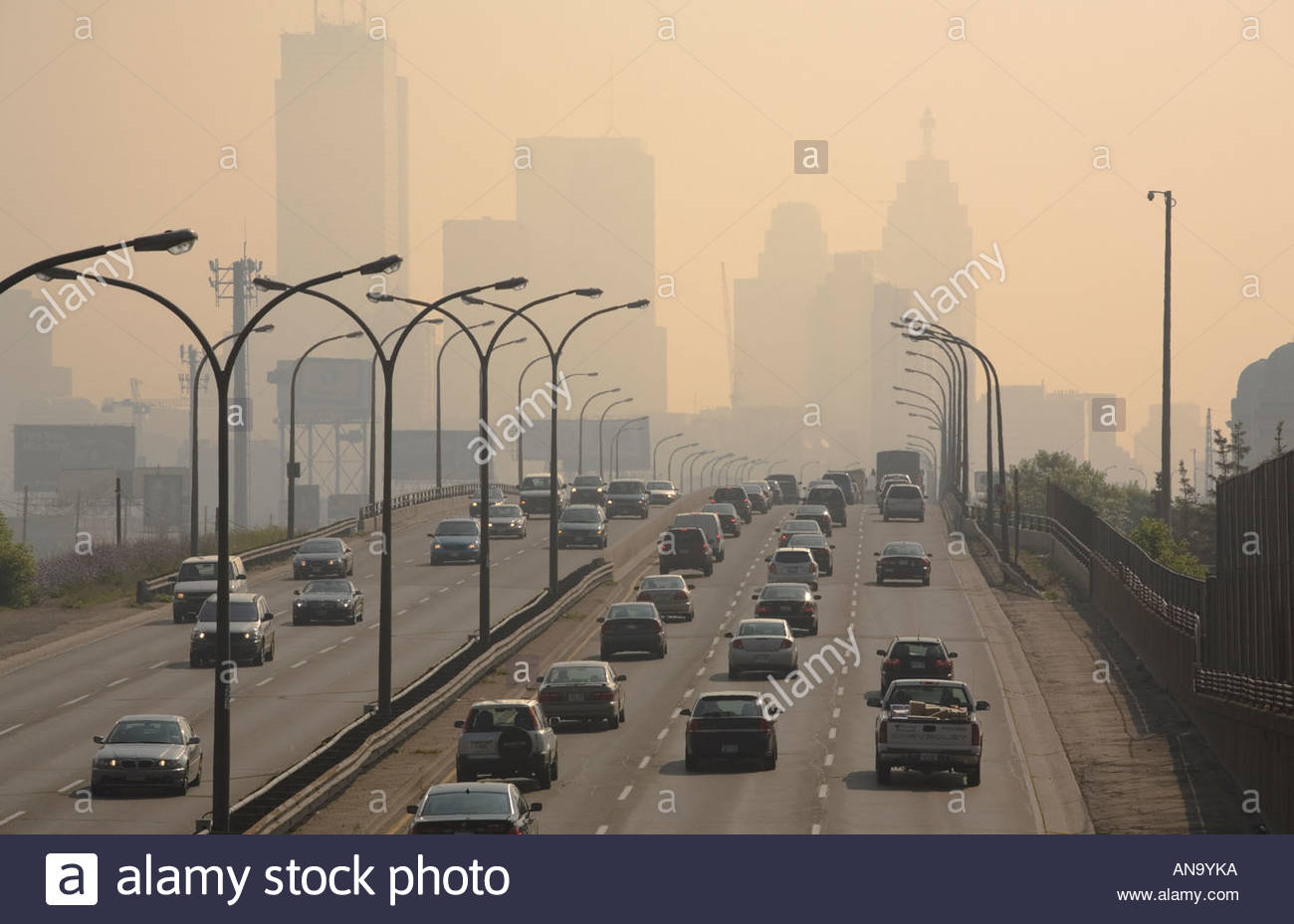 Gardiner Expressway : Smog generated by cars and trucks on a hot day the gardiner