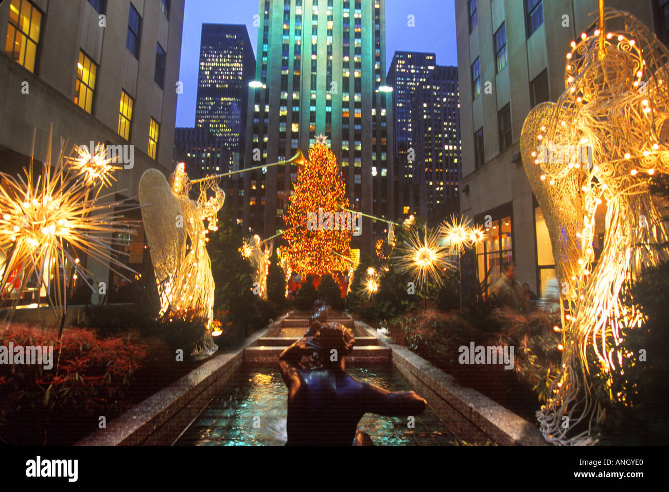 New york city rockefeller center christmas holiday for When does new york start decorating for christmas