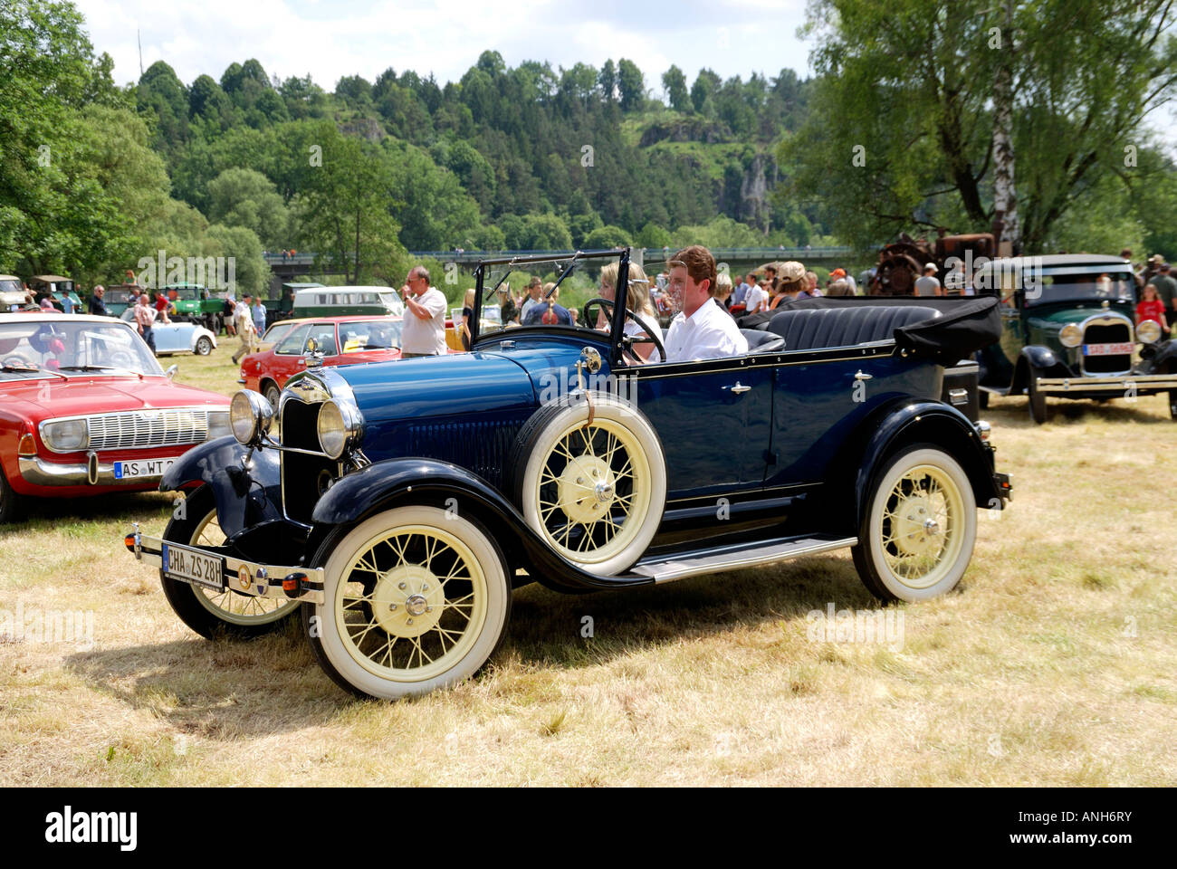 http://c8.alamy.com/comp/ANH6RY/old-american-car-symbolold-american-car-germanyautomobilecarold-caramerican-ANH6RY.jpg