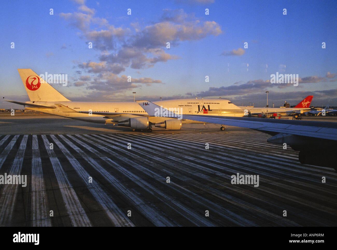 Japan Airlines Boeing Taxi Terminal London Image Gallery Airways Uk