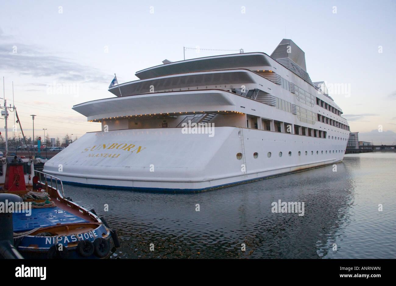 Excel London Hotel Boat