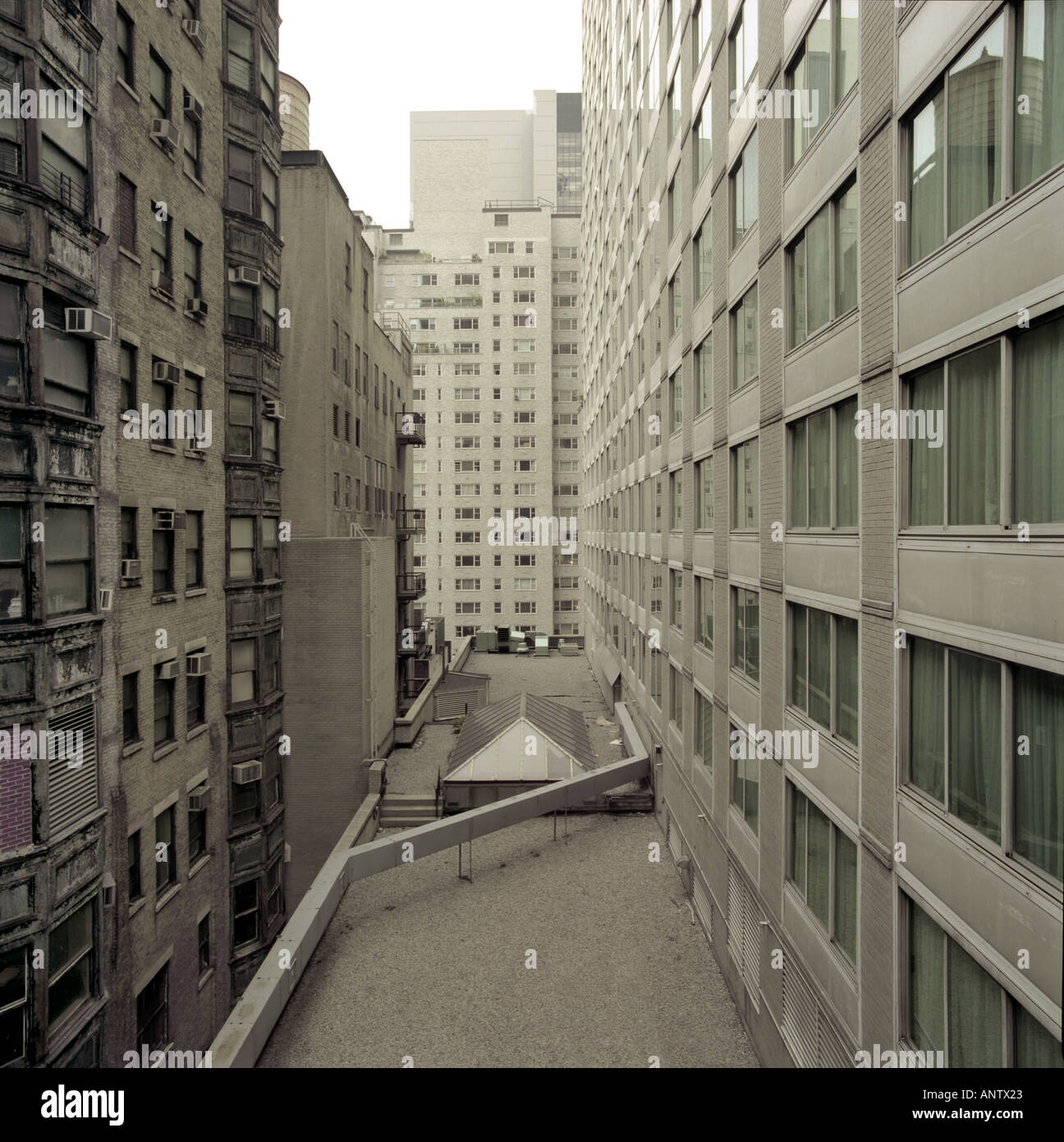 Street In Manhattan: Narrow Street In Manhattan New York City With Modern And