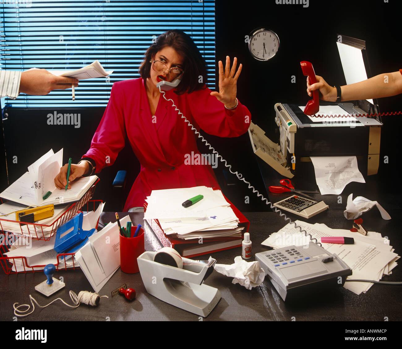 распишите рабочий день управляющего магазином одном них операционист