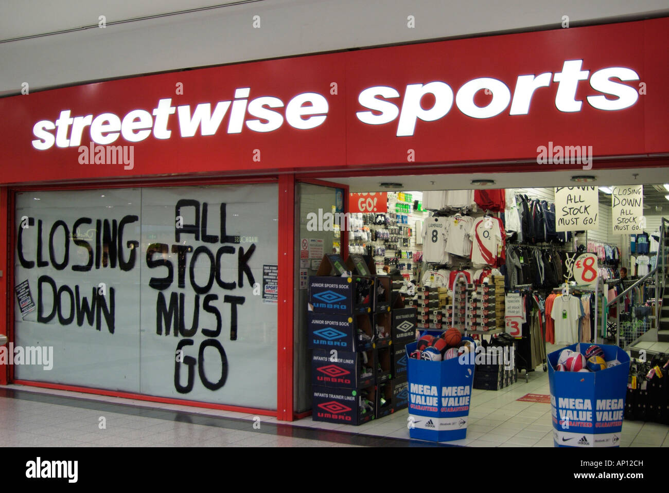 http://c8.alamy.com/comp/AP12CH/streetwise-sports-street-wise-closing-down-all-stock-must-go-game-AP12CH.jpg