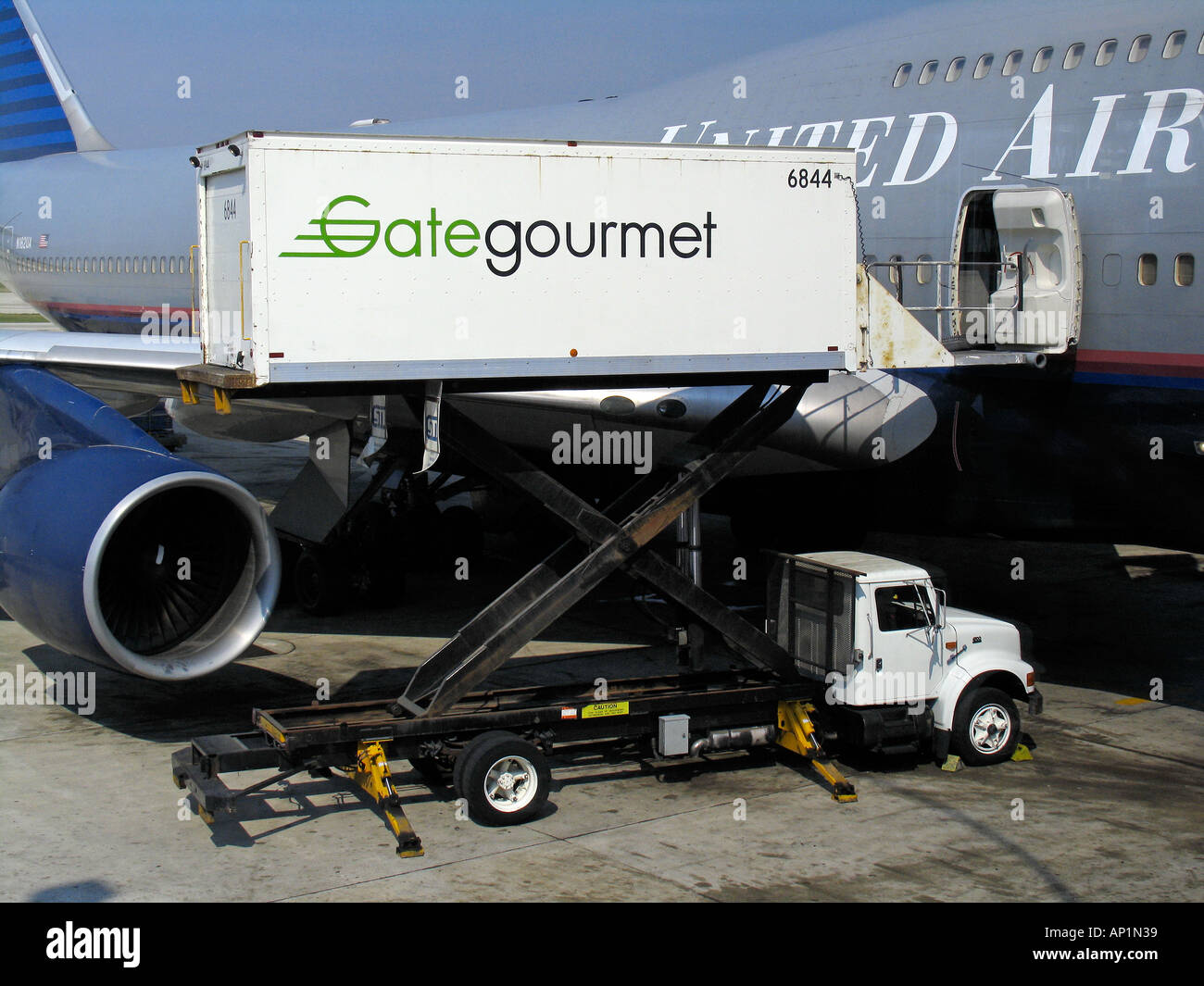 Catering truck loads United Airlines Boeing 747-400 OHare