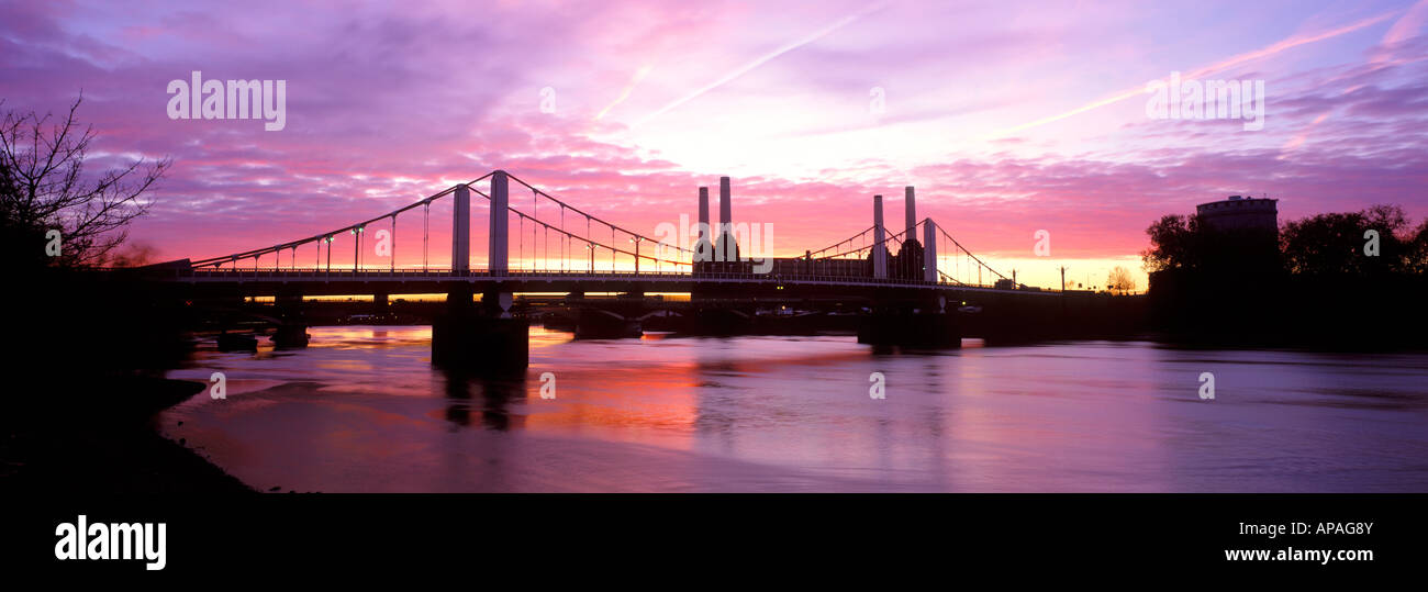 Panoramic view of chelsea bridge with battersea power station in panoramic view of chelsea bridge with battersea power station in the background at dusk voltagebd Gallery