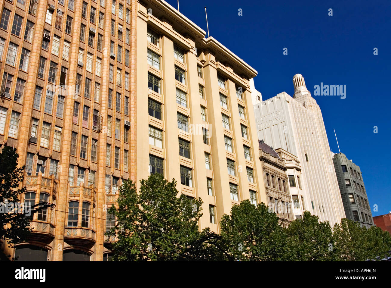 melbourne scenic / the facades of art deco style buildings in