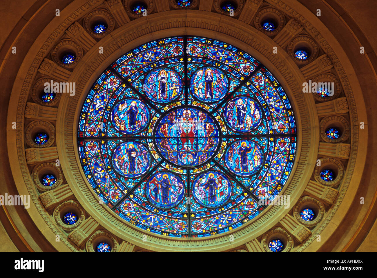 CIRCULAR STAINED GLASS WINDOW IN SAINT PAUL CATHEDRAL ST