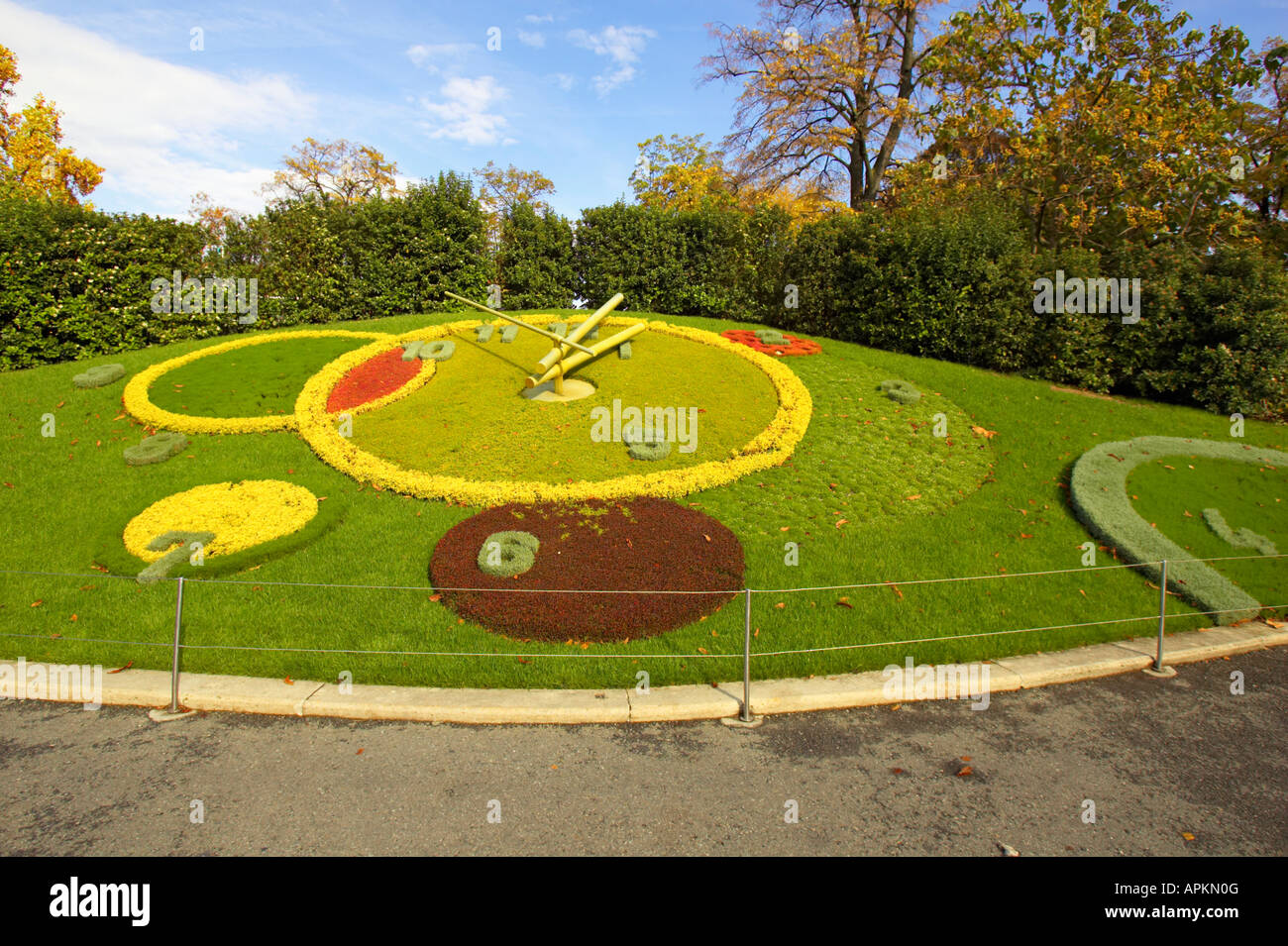 Floral clock geneva switzerland flower clock at jardin for Jardin anglais