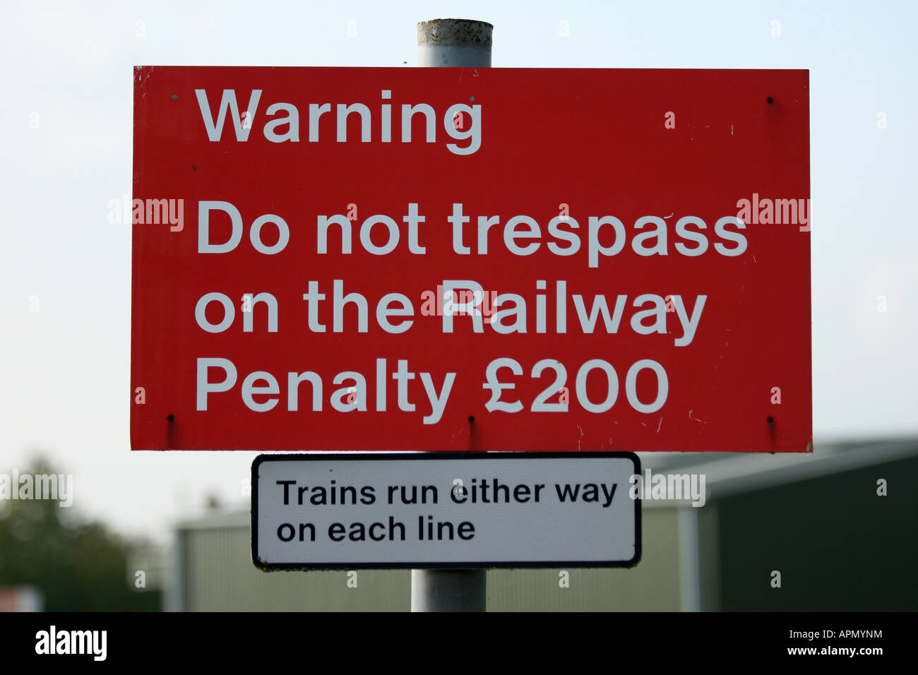 http://c8.alamy.com/comp/APMYNM/no-trespassing-sign-by-railway-APMYNM.jpg
