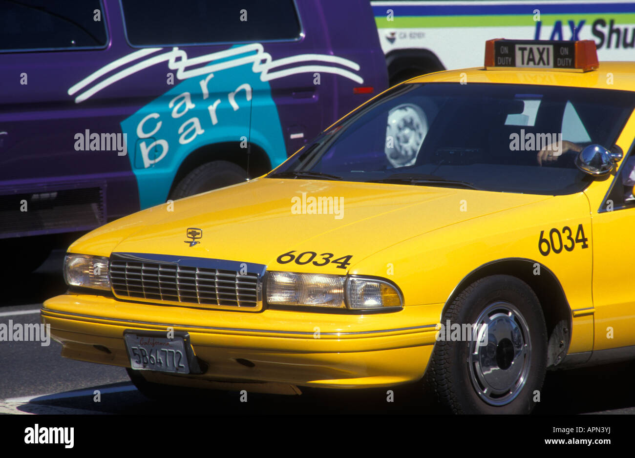taxi-at-the-airport-in-los-angeles-calif