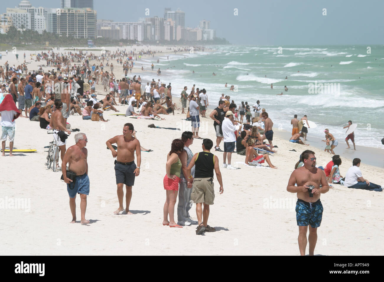 Miami Beach Florida Coast Curious Crowds Watch Rising Surf Hurricane Frances Approaches