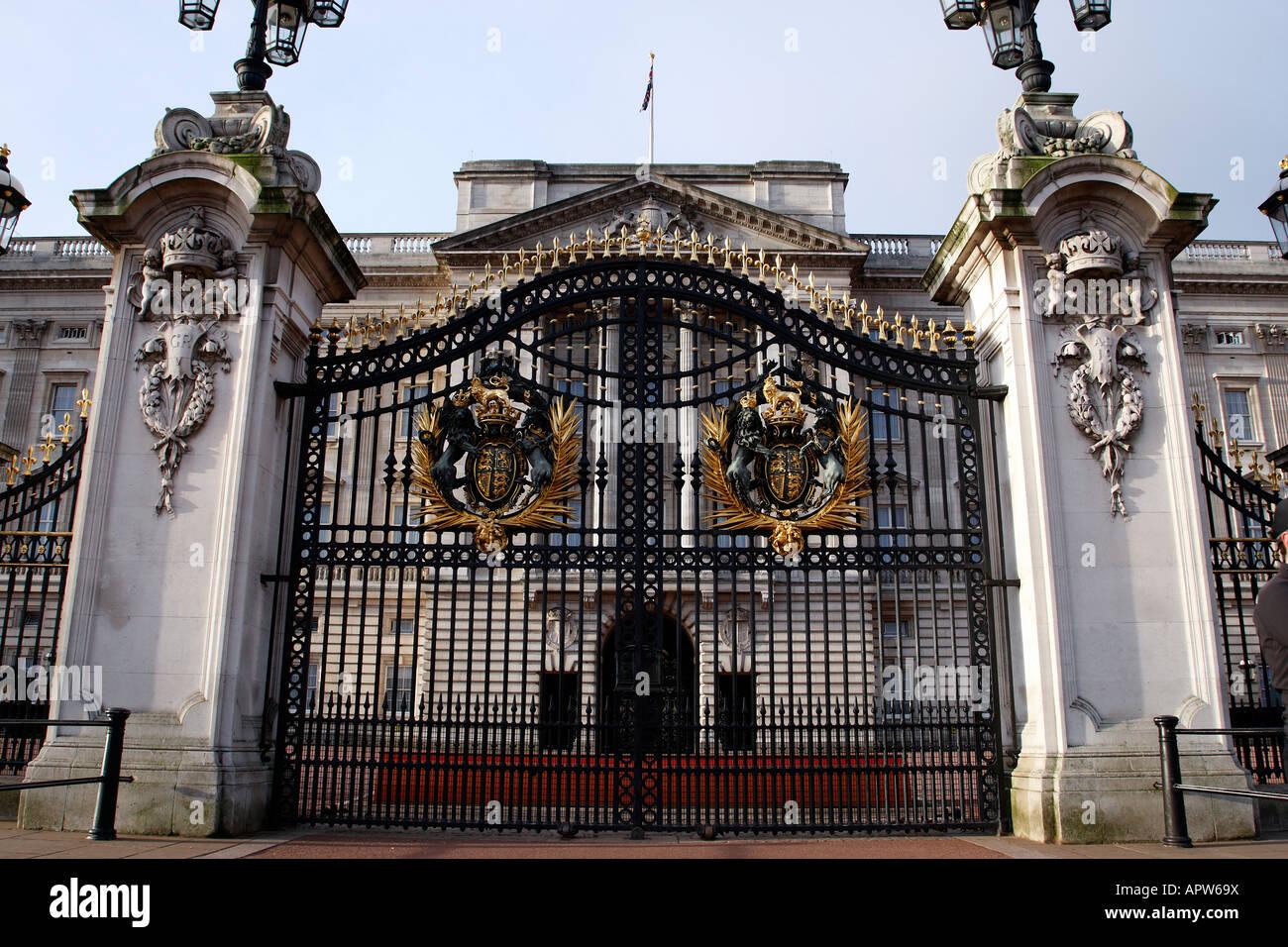 Closed gates to buckingham palace london england uk stock
